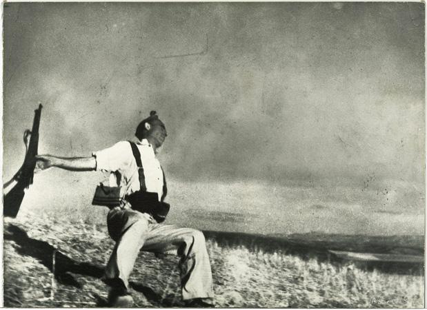 """Foto de Robert Capa """"Miliciano en el Cerro Muriano"""""""