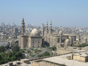 Vista del Cairo desde la Mezquita de Alabastro. Al fondo la Mezquita de Mehmet Ali.