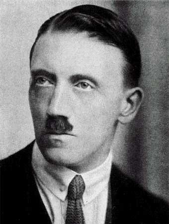 Un joven Adolf Hitler empezaba su participación política