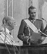 """Juan Carlos I entonces """"Príncipe del Reino de España"""" jura fidelidad a Franco y el Movimiento Nacional"""