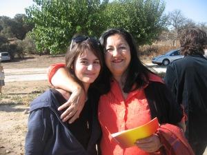 Mi hija Aurora con la escritora extremeña Inma Chacón...