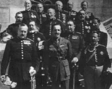 """El rey junto al constituido """"Directorio Militar"""" dirigido por Primo de Rivera"""