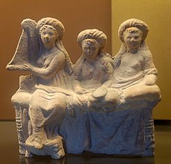 250px-Banqueters_hetaera_Louvre_Myr272