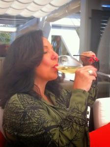 Con la misma sensación de placer nos fuimos que la expresión de Tuñy al cerrar la jornada del mismo modo que iniciamos con una copa de champagne Taittinger...