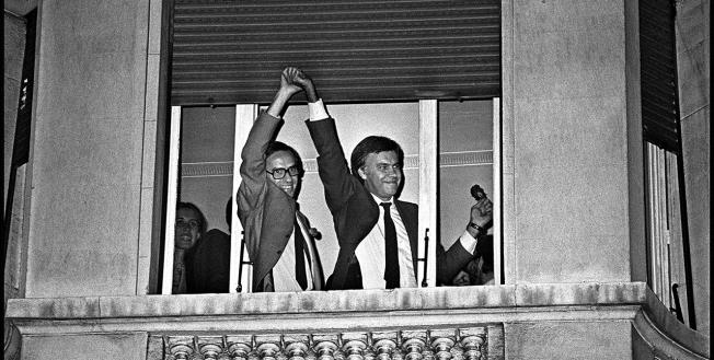 noche-electoral-28-octubre-1982-guerra-y-gonz_lez-en-el-balc_n-c_sar-lucas-copia