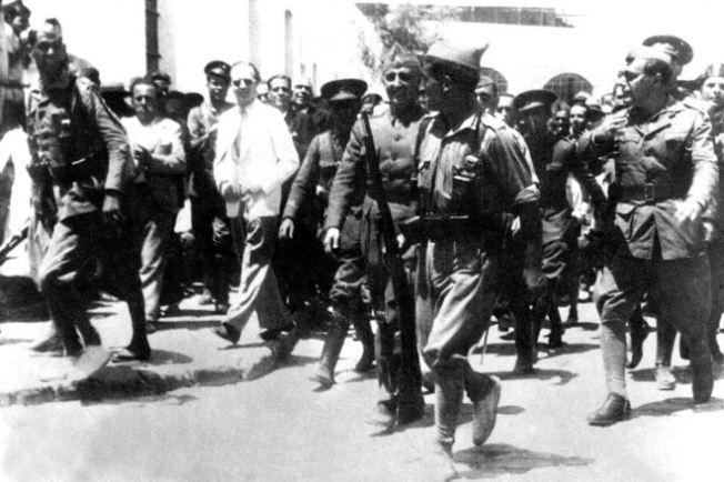 Franco llega a Ceuta para ponerse al frente del golpe de Estado